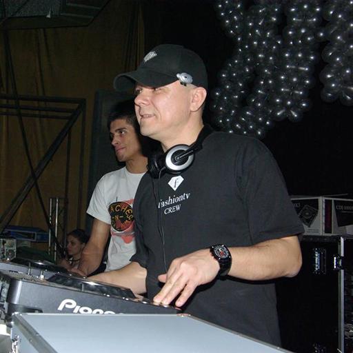 MC & DJ Raymond